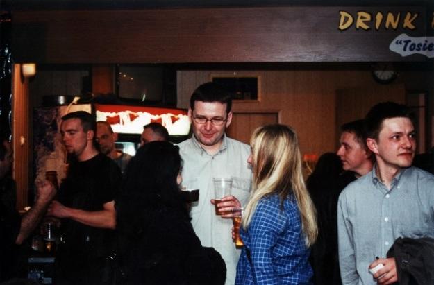 Artur Andrus przy barze Kabaretowej. Fot. z archiwum PAKI